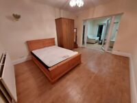 Large Double Room with Private Living Room to Rent on Great West Road, Hounslow TW5. Couple Accepted