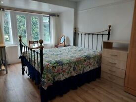 A large double bedroom to rent in SW20 area.