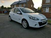 2011 Renault Clio TomTom immaculate