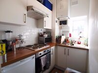 A stunning recently refurbished 1 bedroom flat close to Highbury and Finsbury Parks tubes