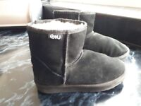 Emu boots size 3 in Black