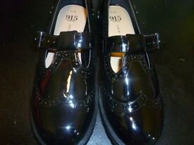 BNWT New Look Girls shoes size 5 - Never worn