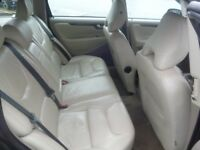Volvo V70 D5 SE E4,2400 cc Estate,half leather interior,dog guard,runs and drives very well