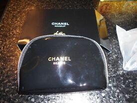 chanel makeup bag in black