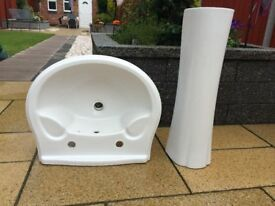 Bathroom Sink & Pedestal In Great Condition