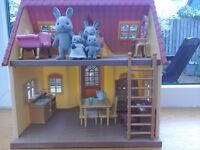 Slyvanian family sycamore cottage with furniture and figures
