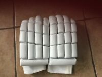 Men's cricket gloves LEFT HANDED. New 🏏+ free inners and bat grip . Now reduced