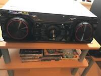 LG mini hi-fi system. Model CM8360 2.200W.