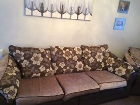 2 large chairs and a 4 Seater Sofa for sale £500 ono