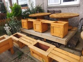 triple planter with seats