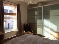 Spacious double room to rent in lovely house in centre of Mumbles