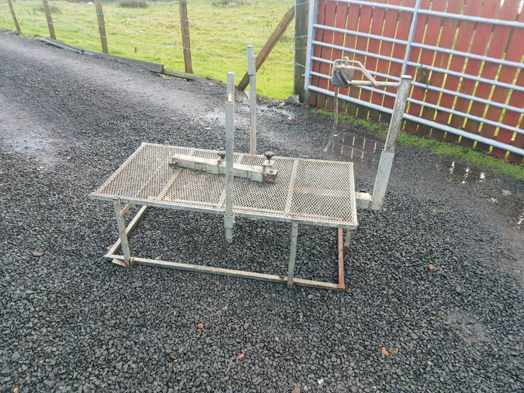 Ritchie sheep dressing stand farm livestock tractor