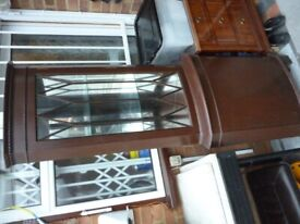 very beautiful corner cabinet/key for any corner with lights inside & fully mirrored(180 cms height)