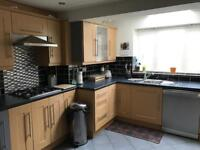 Double room available to let *****100£ per week for single and 140£ per week for double*****