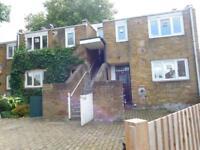 2 bedroom flat in Halsmere Road, Camberwell, London, SE5 9JQ