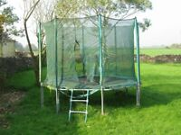 Octajump trampoline with safety net