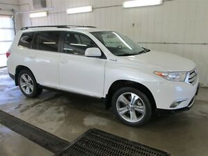 2013 Toyota Highlander Leather Seating, Sunroof, 7 Passenger