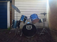 FULL 7 PIECE DRUMSET AND SPARE STICKS