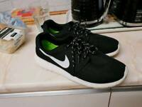 Nike trainers 9uk 44eu