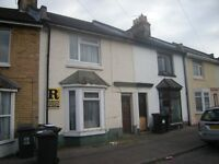 Incredibly spacious 3 double bedroom house ideally located within walking distance to the centre