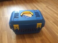 Cat carry box with top handle and 4 large securing hinges
