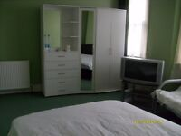 DOUBLE ROOM VERY LARGE,VERY NICE AND CLEAN IN A QUIET HOUSE VERY LARGE ROOM (COUPLES WELCOME)