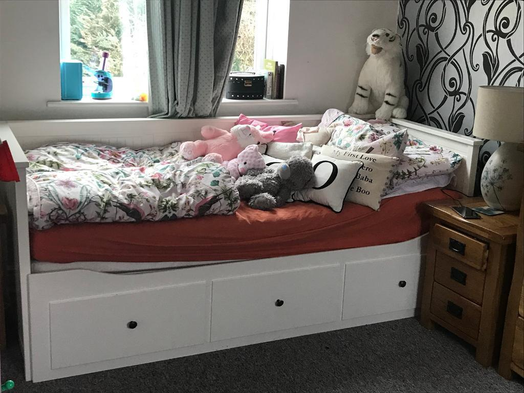 ikea hemnes daybed day bed with 3 pull out drawers white. Black Bedroom Furniture Sets. Home Design Ideas