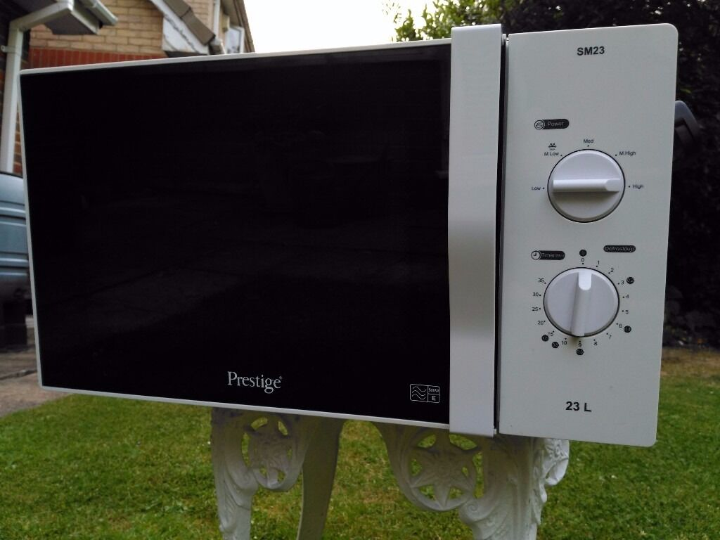 800W microwave oven for salein Reading, BerkshireGumtree - 800W Microwave over for sale in good working order. Cash on collection. Buyer collects
