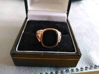 A lovely 9ct gold black onyx signet ring.