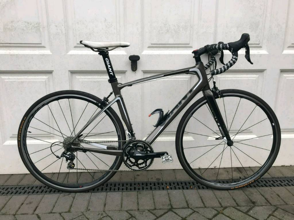 Giant Defy 2 Composite 105 Road Bike. Fulcrum Racing 3 Low Mieage ...