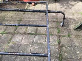 Adjustable car roof rack