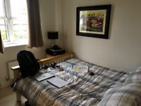 Double room with own bathroom in central Witney