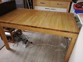 SOLID BEECH EXTENDING DINING ROOM TABLE. SEATS 6-8 CHRISTMAS