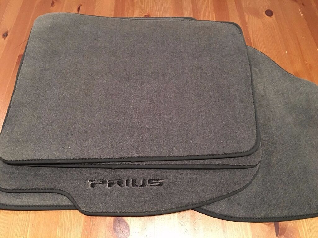 Floor mats used - Genuine Toyota Prius Luxury Floor Mats Grey Used