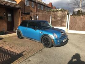 £1500 MINI COOPER S 1 full years MOT CAT D only 71,000 miles black leather drives and looks stunning