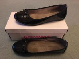 Ladies shoes - size 7 - immaculate condition