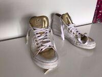Old School Women's Adidas Sneakers - Gold Detailing & Super Cute