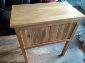 Solid oak 4 draw unit. Excellent condition will deliver for fuel. Length 70cm 40m width 80cm high