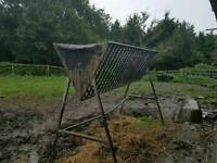 Freestanding field hayrack