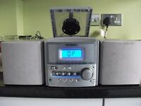 Small Technikn compact radio/cd with 2 speakers FM AM CD