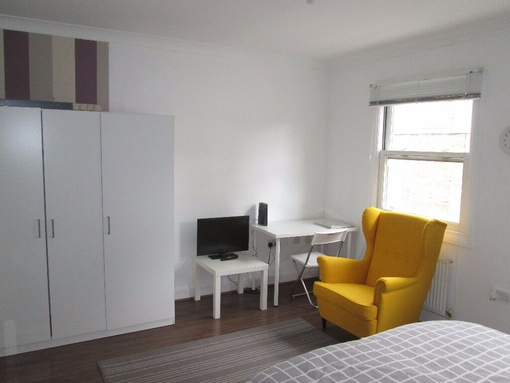 Short / Long term / Marylebone / Paddington / A very large and spacious modern studio apartment