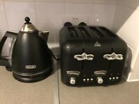 Toaster and kettle (delonghi)£35