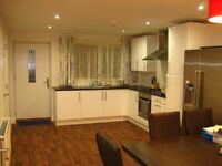 Bills Included / Professional or postgraduate LUXURY Double room in modern house in FALLOWFIELD