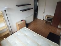 Only one stop from Bank Underground Station - Fantastic Double Room Available