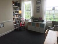 NEWLY DECORATED AND CARPETED ONE BEDROOM FLAT, UNFURNISHED IN WOOLWICH SE18
