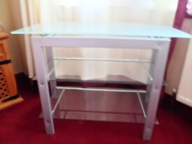 TV/MUSIC/CONSOLE TABLES