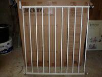 Lindam metal baby gate - unused