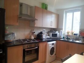 nice room to share in old kent road £90 (all included)