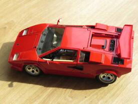 Model Lamborghini Countach 1/18 scale