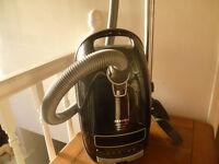 Vacuum cleaner-Miele Complete C3